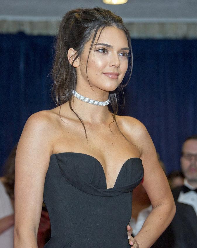 Photos : Kendall Jenner passe de l'autre côté des flashes !
