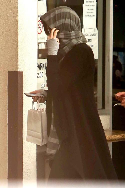 Photos : Kendall Jenner : plus camouflée que jamais pour une visite mystère…