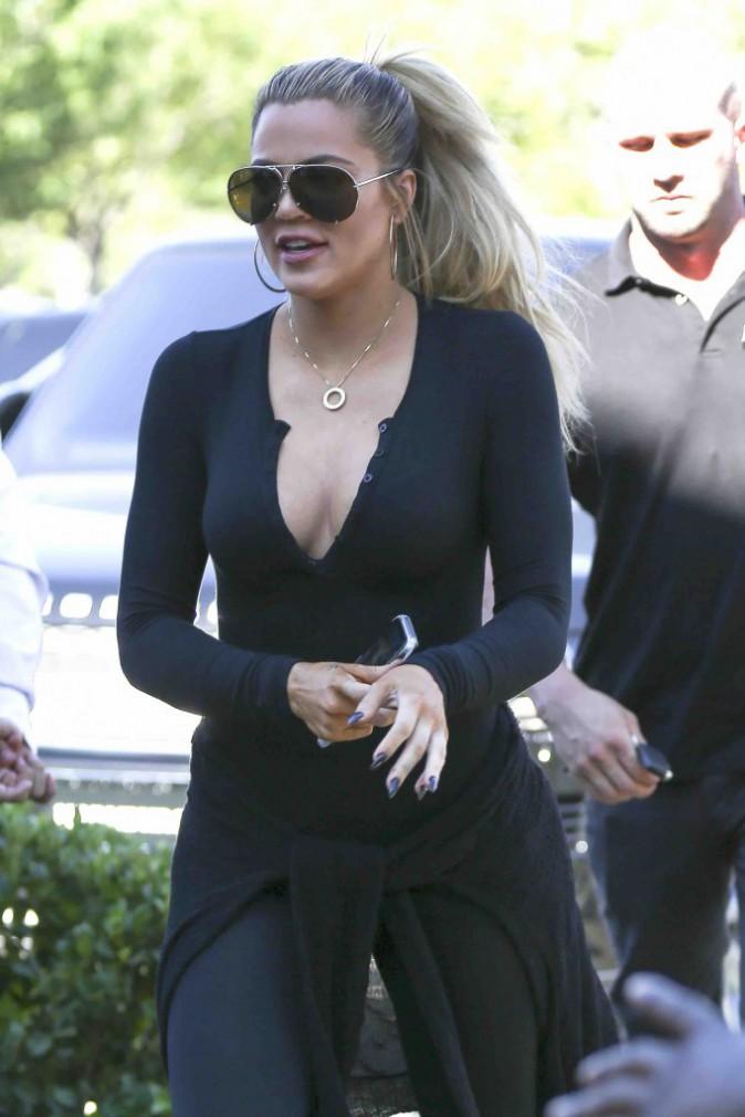 Kendall Jenner se la coule douce à NYC pendant que Khloé soutient leur momager à L.A. !