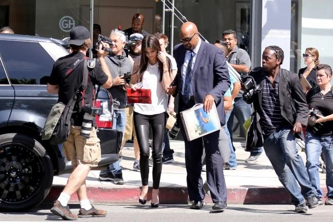 "Kendall Jenner lors de l'exposition ""Nomad Two Worlds"" à Los Angeles, le 11 avril 2013."