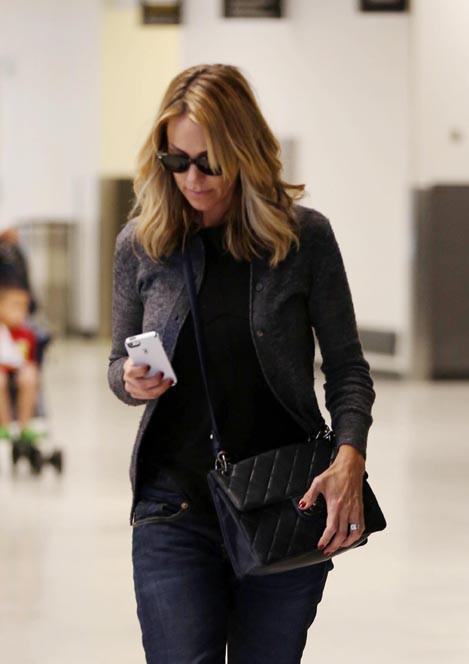 Christine Baumgartner à l'aéroport de Los Angeles le 4 novembre 2014
