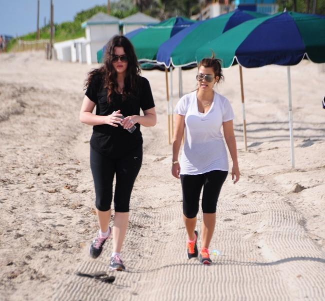 Kourtney et Khloe Kardashian, Miami, 22 septembre 2012.
