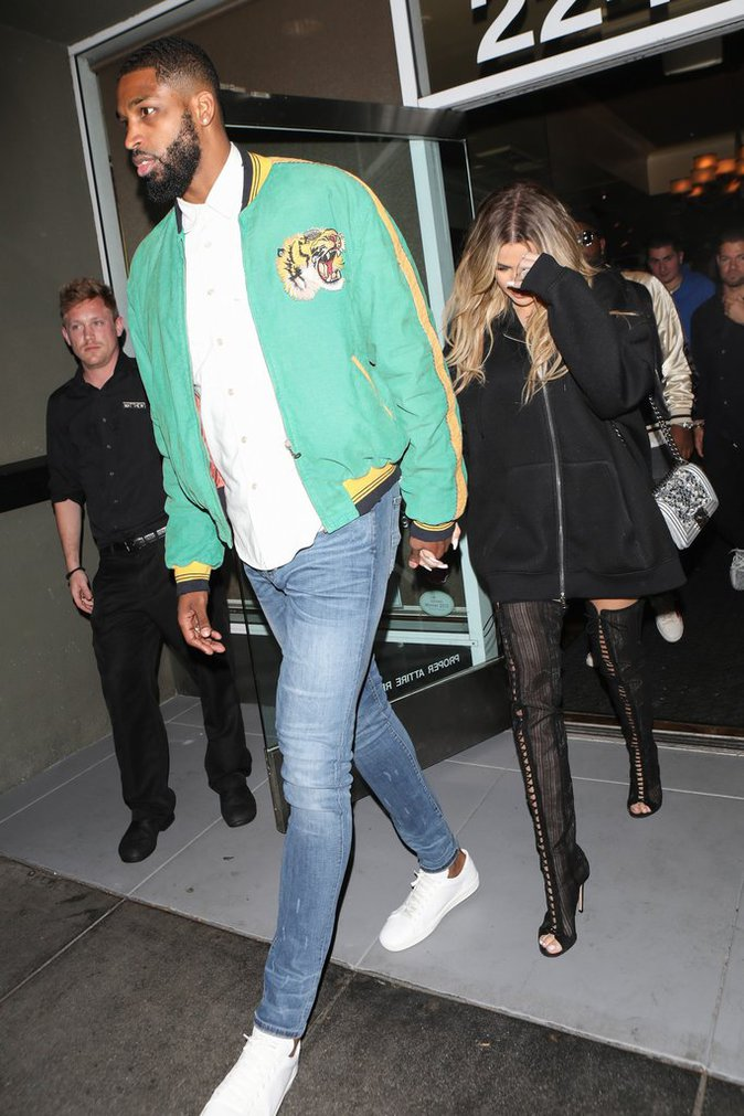 Khloe Kardashian part dîner avec son chéri Tristan Thompson - Los Angeles, le 18 mars 2017