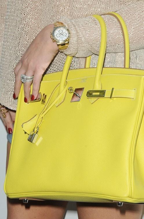 Aurait-elle osé piquer le sac Hermès jauen de Kim ou ont-elle le même ?