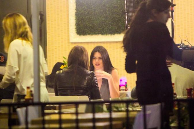 Photos : Khloe Kardashian : diner avec Kendall Jenner pendant que Scott et Kourtney se déchirent !