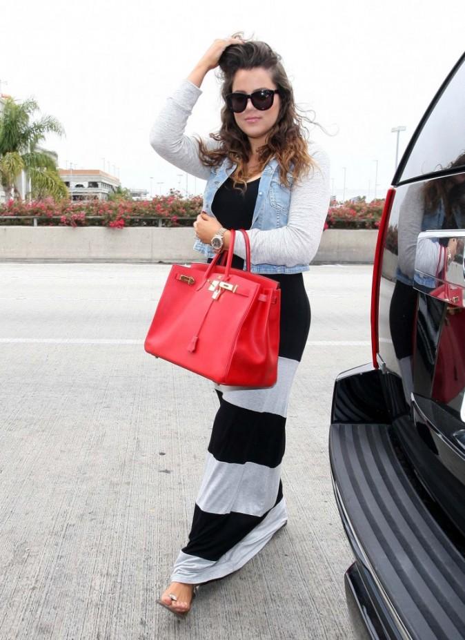 Khloe Kardashian arrivant à l'aéroport de Los Angeles, le 19 juin 2012.