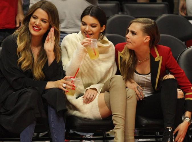Khloé Kardashian : elle s'immisce dans le duo inséparable Kendall Jenner/Cara Delevingne le temps d'un match de NBA !