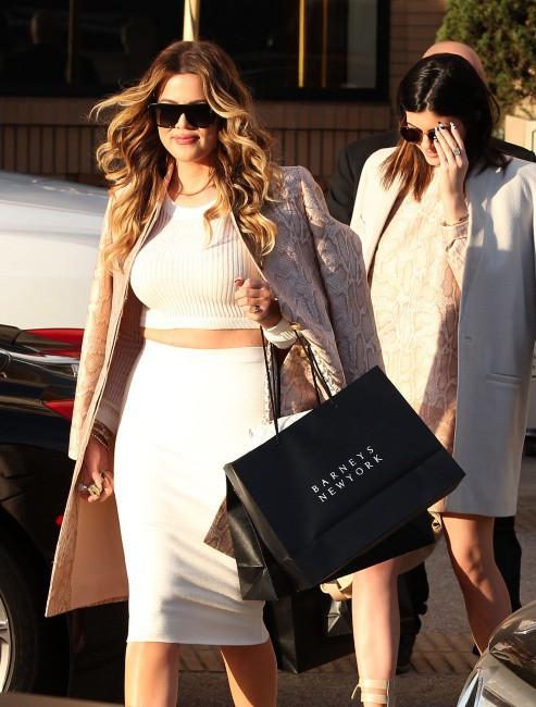 Khloe Kardashian en plein shopping avec sa soeur Kylie Jenner à Beverly Hills, le 19 janvier 2014.