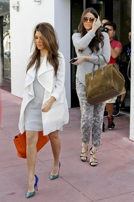 Khlo et Kourtney Kardashian le 1er décembre 2012 à Miami