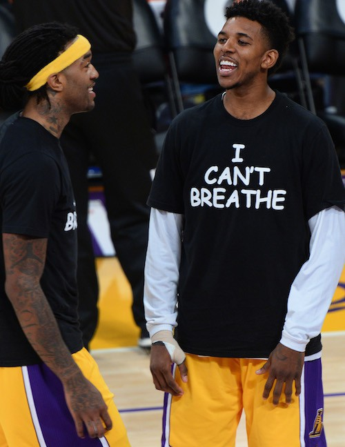 """Les joueurs des Lakers portent des t-shirt """"I Can't Breathe"""" lors de leur entrainement avant leur match de basket le 9 décembre 2014"""