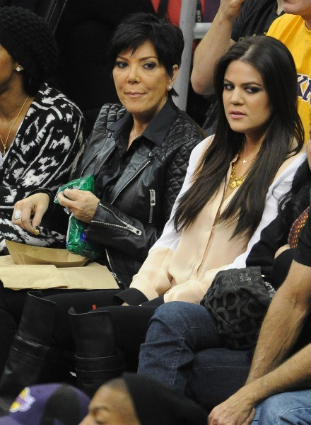 La mère et la fille assistent au match des Lakers contre les Clippers