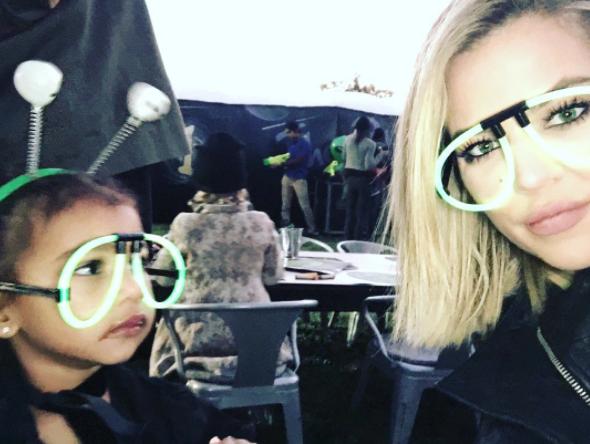 Photos : Khloe Kardashian transforme North en alien !