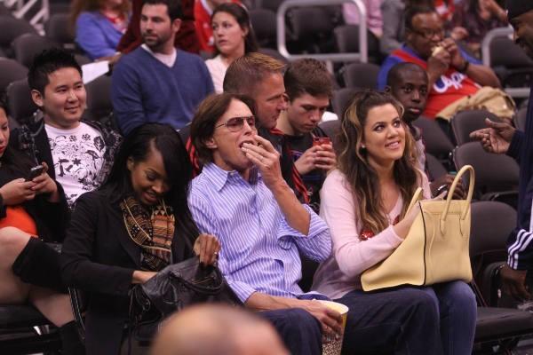 Malika Haqq, Bruce Jenner et Khloe Kardashian au Staples Center à Los Angeles, le 20 mars 2013.
