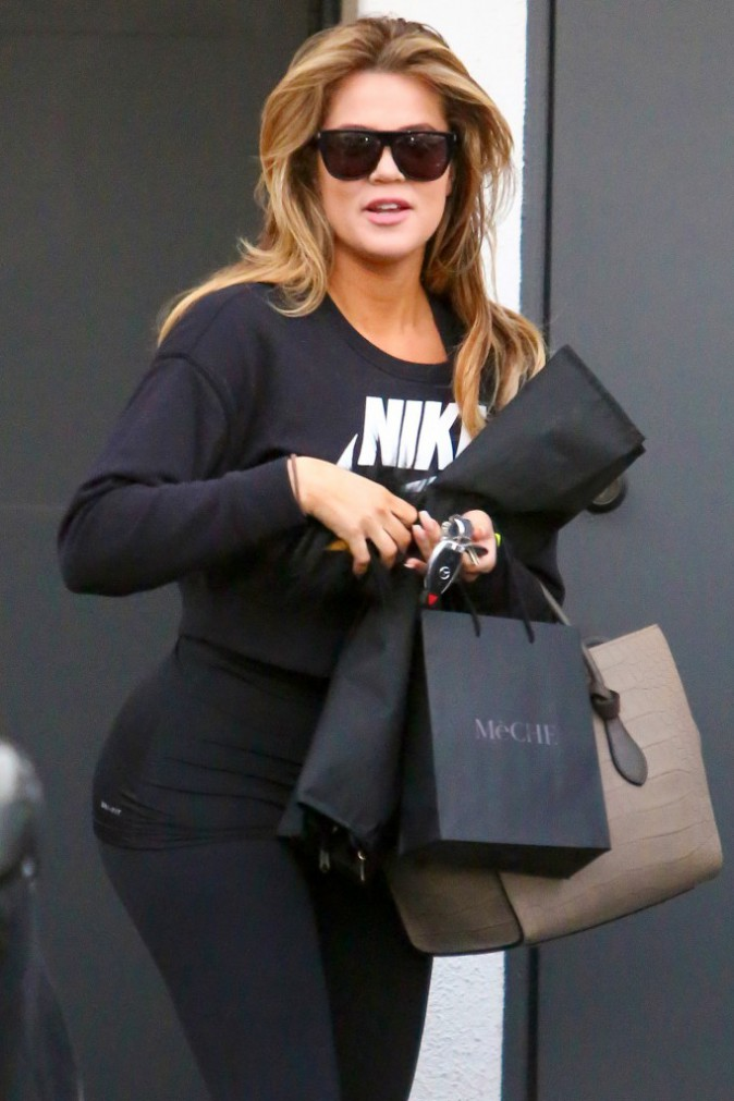 Photos : Khloe Kardashian : une fan exige une photo de son incroyable fessier, elle accepte avec plaisir !