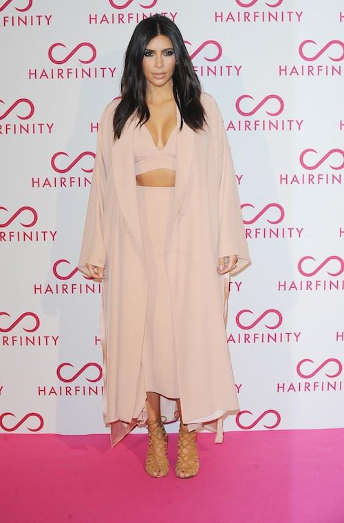 Photos : Kim et Khloe Kardashian : beautés fatiguées à Londres !