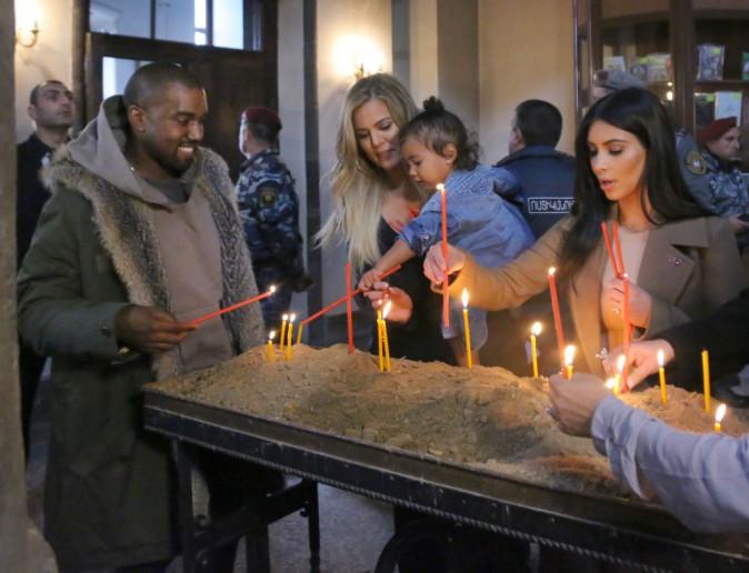 Photos : Kim et Khloe Kardashian : des stars sous haute surveillance en Arménie !