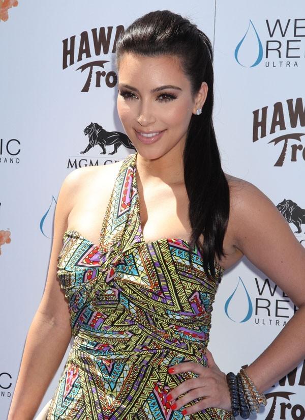 Kim Kardashian présentait hier la grande fête Wet Republic !