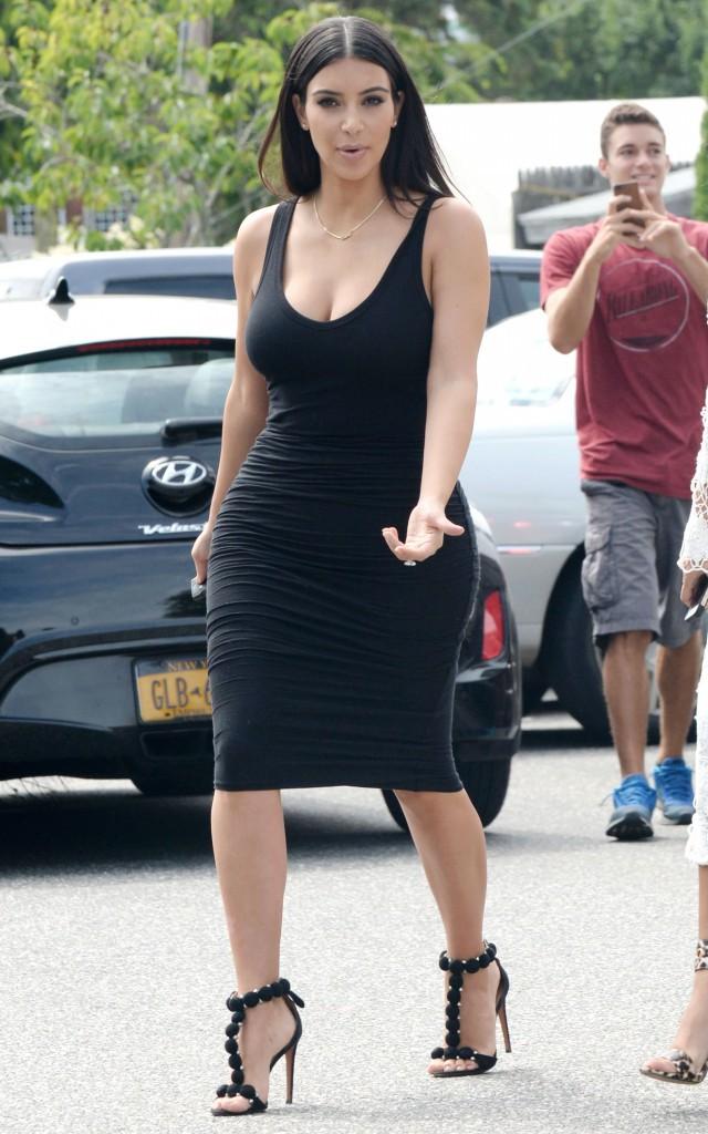 """Photos : Kim et Kourtney Kardashian : mamans stylées en mode """"black and white"""" !"""