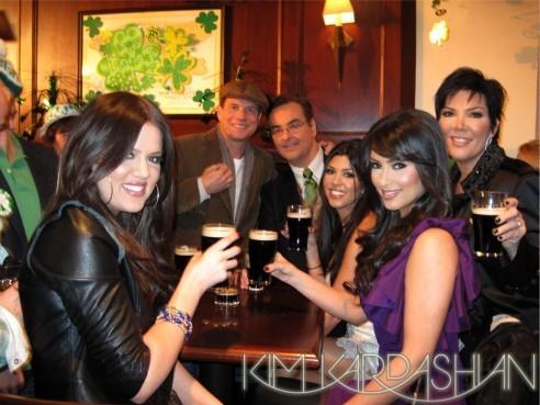 Kim Kardashian en famille dans les coulisses du Jimmy Fallon Show !