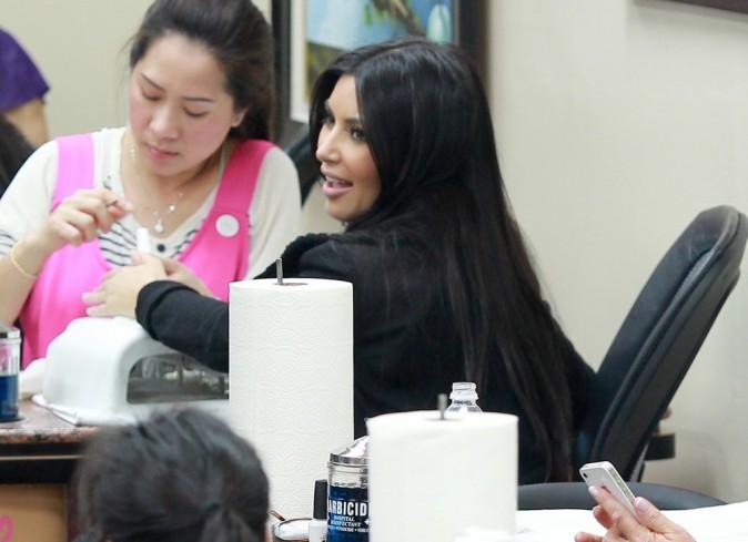 Kim Kardashian dans un salon de beauté de Beverly Hills, le 5 janvier 2012.