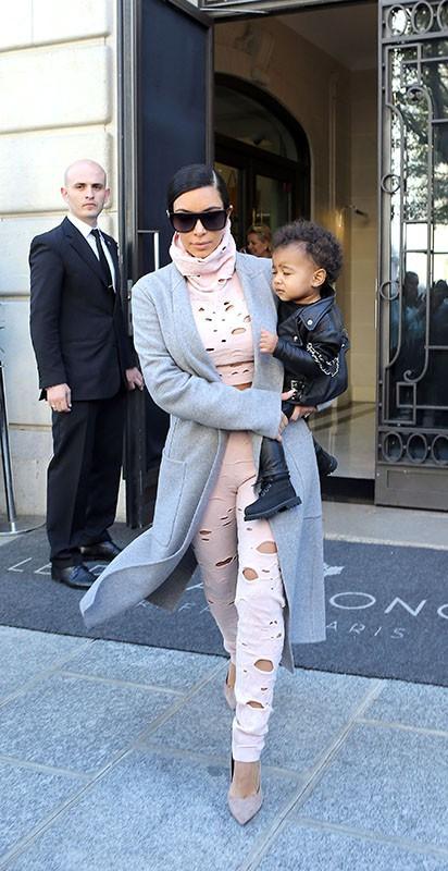 Kim Kardashian : allure rock'n'roll pour une sortie parisienne avec son adorable North !