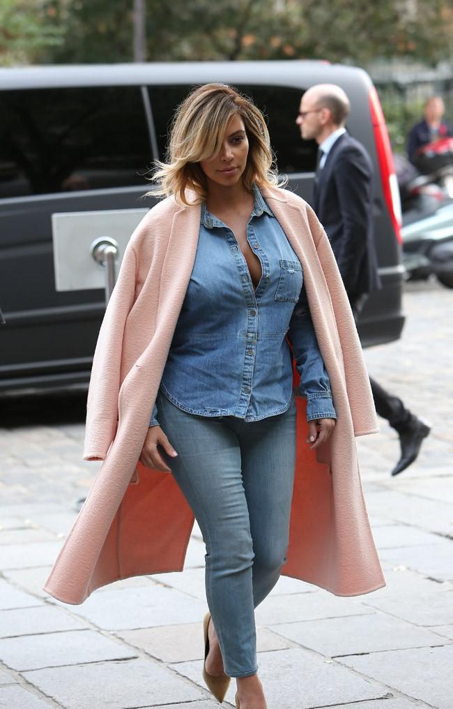 Kim Kardashian repérée dans le quartier de Saint-Germain des Prés, à Paris, le 1er octobre 2013