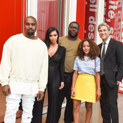 Photos : Kim Kardashian : baby bump et gaine apparente, elle veut changer Twitter !