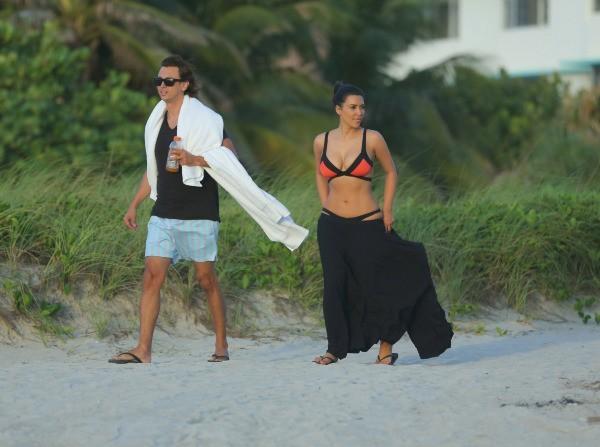 Kim Kardashian et Jonathan Cheban à Miami, le 21 juillet 2012.