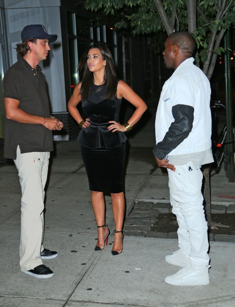 Kim Kardashian, Kanye West et Jonathan Cheban, New York, le 28 juillet 2012