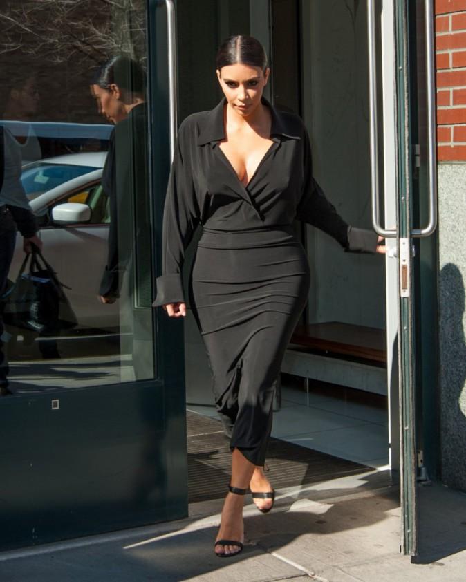 Photos : Kim Kardashian décolletée au lit et à la ville, elle n'arrête plus !