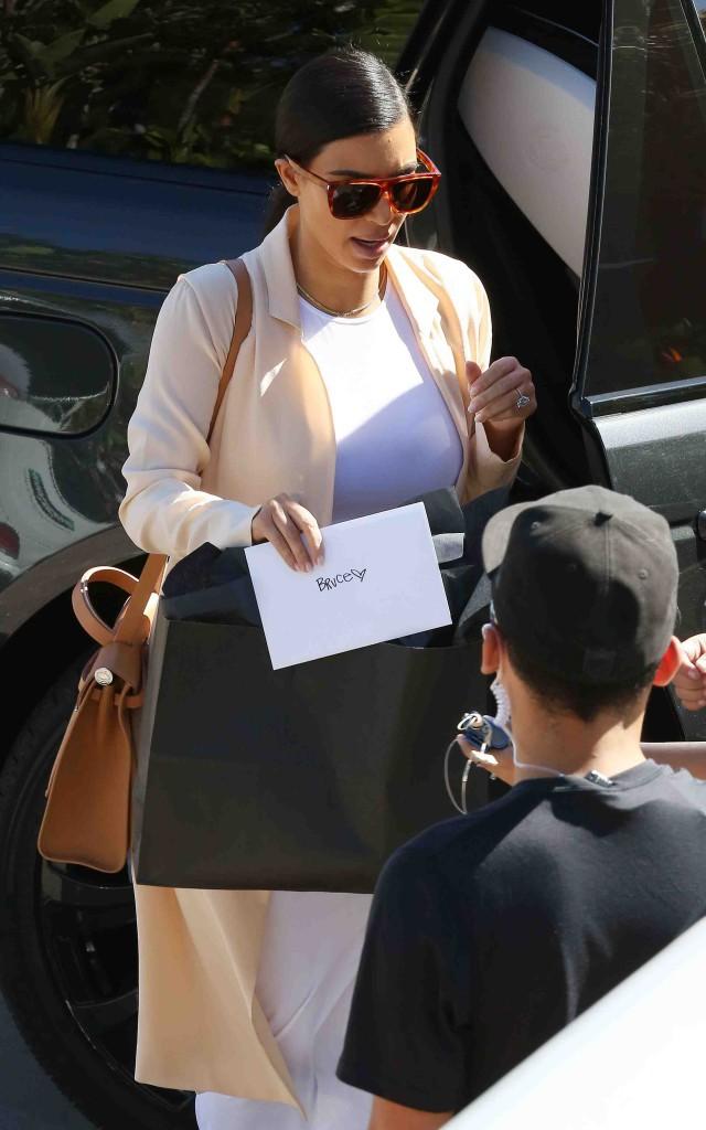 Kim Kardashian : découvrez son secret pour avoir une taille de guêpe !