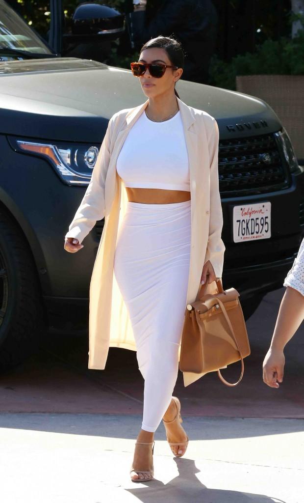 Kim Kardashian : d�couvrez son secret pour avoir une taille de gu�pe !