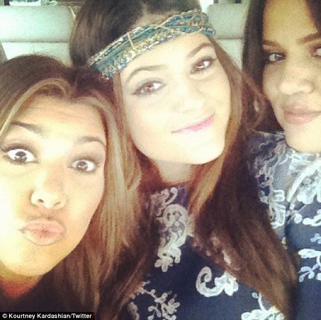 Kourtney et Khloe Kardashian aux côtés de leur petite soeur, Kylie Jenner !