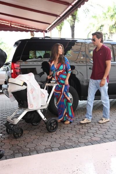 Kourtney Kardashian, son boyfriend Scott Disick et leur fille Penelope à Miami, le 1er octobre 2012.