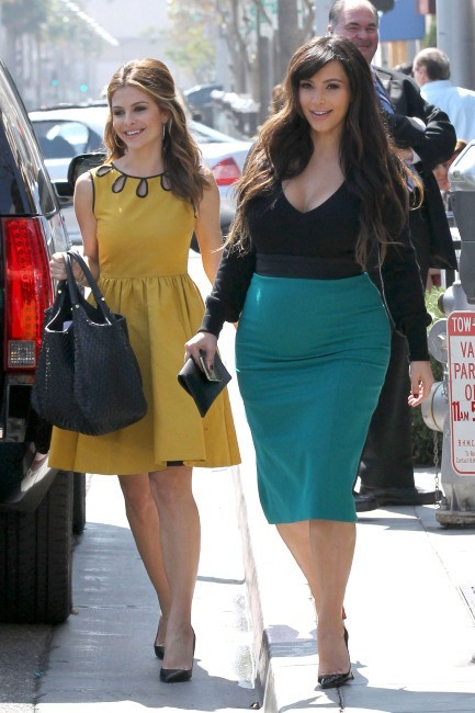 Maria Menounos et Kim Kardashian à Beverly Hills, le 24 mars 2013.