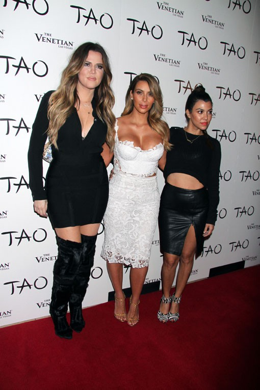 Kim Kardashian avec ses soeurs au club Le Tao de Las Vegas le 25 octobre 2013