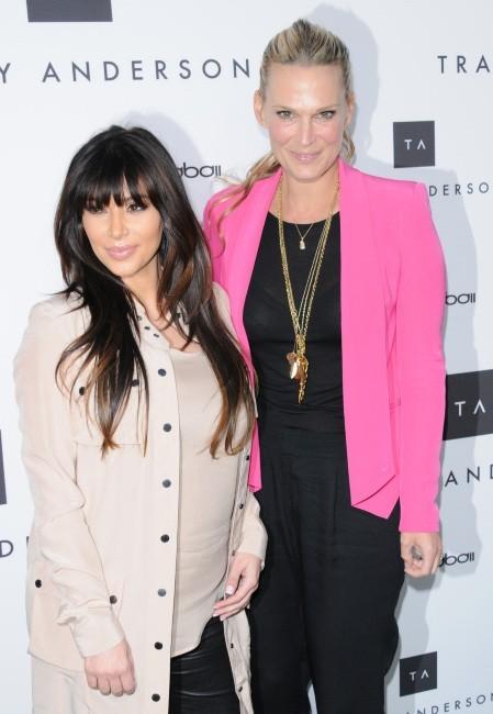 Kim Kardashian et Molly Sims lors de l'inauguration du studio flagship de Tracy Anderson à Brentwood, le 4 avril 2013.