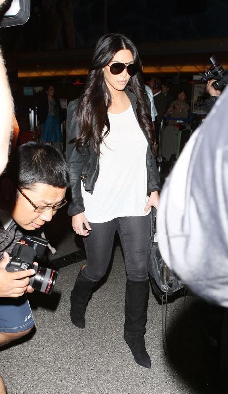 Kim particulièrement attendue pour son arrivée à l'aéroport !