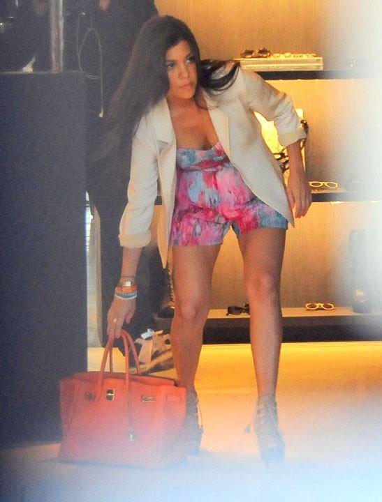 Kourtney Kardashian dans la boutique Vera Wang de Melrose Avenue à Los Angeles !