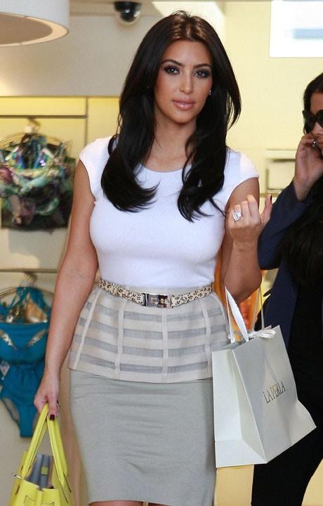 Kim Kardashian avec les cheveux coupés !