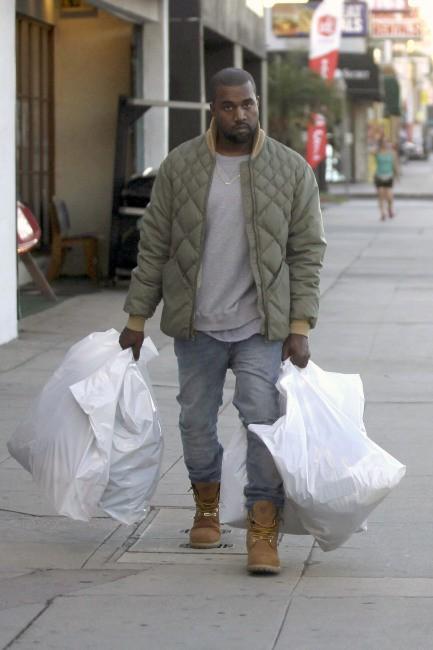 Kanye West en plein shopping à Woodland Hills, le 26 décembre 2013.