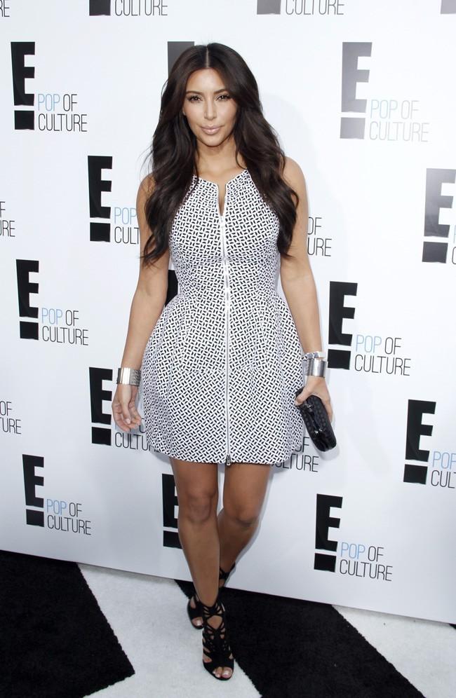 Kim Kardashian sur le red carpet de la soirée E! le 30 avril à New York
