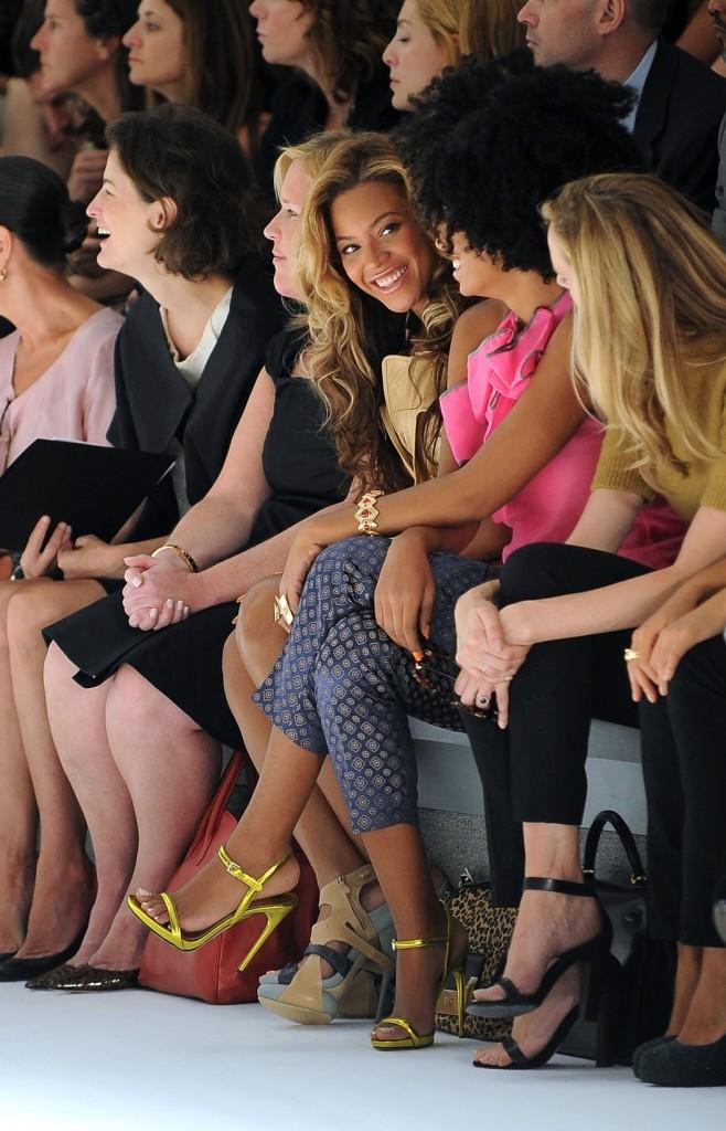Beyonce et Solange Knowles sur le front row du défilé Vera Wang à New York, le 13 septembre 2011.