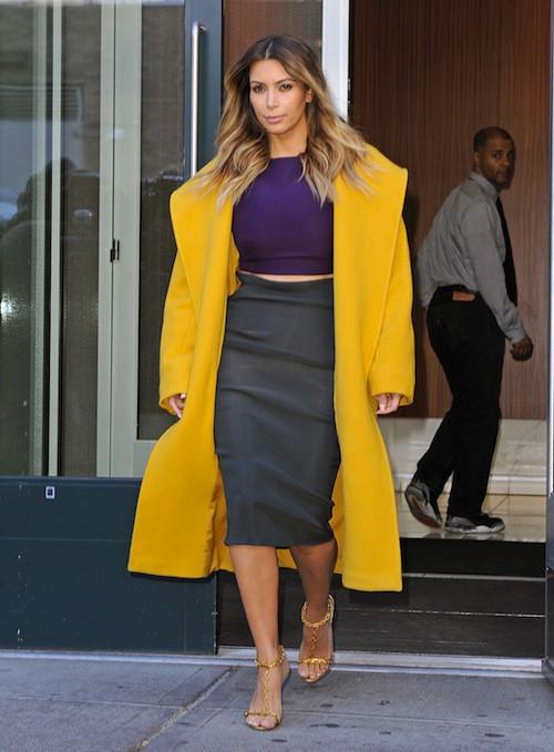Photos : Kim Kardashian : elle troque ses top transparents contre un total look color block !