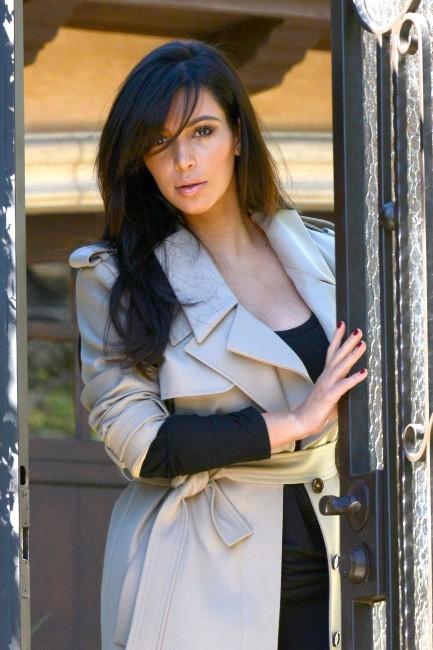 Kim Kardashian sortant de chez elle à Los Angeles pour se rendre à l'aéroport, le 17 janvier 2013.