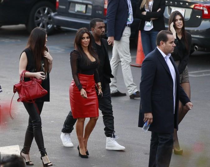 Kanye West, Kim Kardashian et soeurs Kylie et Kendall Jenner à Los Angeles, le 21 novembre 2012.