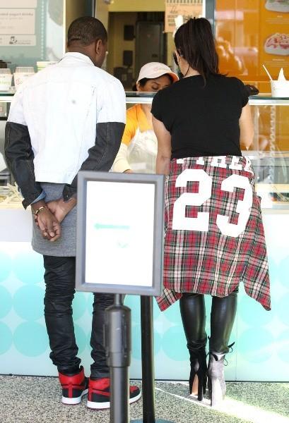 Kim Kardashian et Kanye West chez Pinkberry Frozen Yoghurt à Los Angeles, le 12 février 2013.