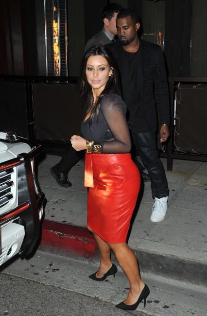 Kim Kardashian et Kanye West devant le restaurant Crustacean à Beverly Hills, le 21 novembre 2012.