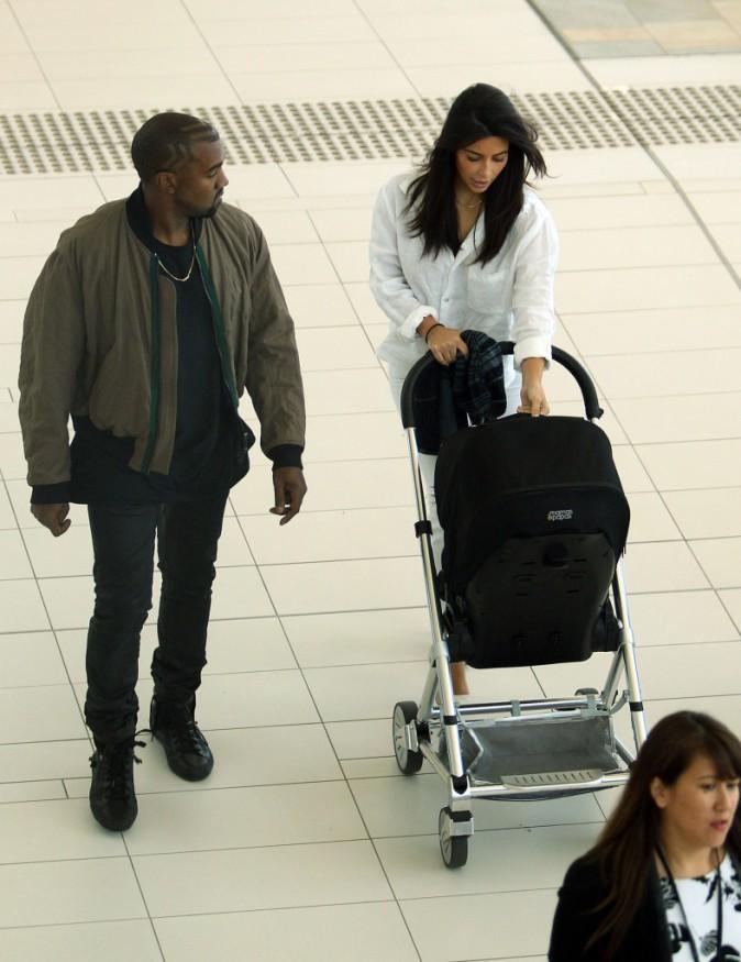 Photos : Kim Kardashian et Kanye West : fini l'Australie, retour à L.A pour la jolie petite famille !