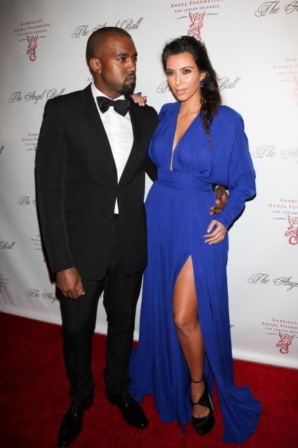 Passage sur tapis rouge pour Kim Kardashian et Kanye West...